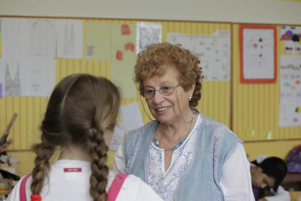 Tamar Dreifuss und eine Schülerin, 2009